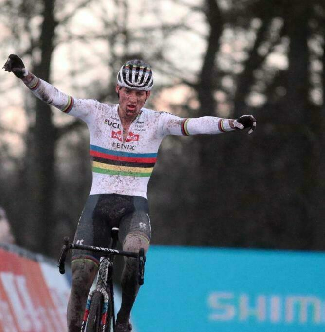 Mathieu van der Poel wins an exciting World Cup round in Namur after a battle with Wout van Aert and Tom Pidcock.