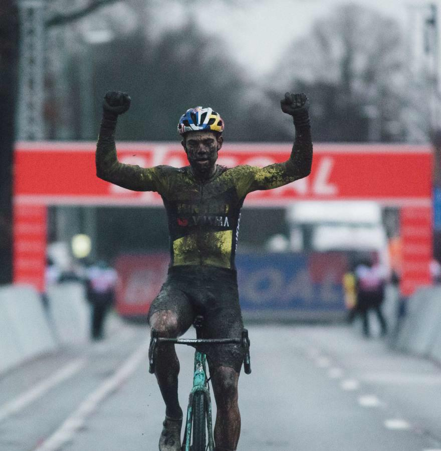 Wout Van Aert wins World Cup in Dendermonde with great dominance